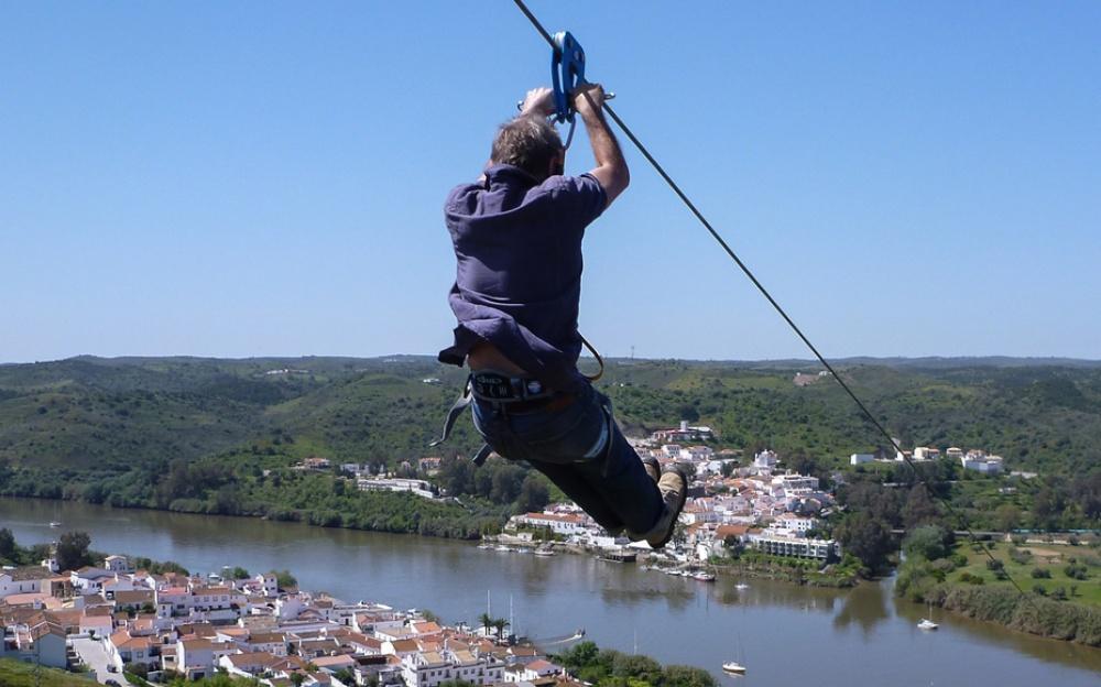 1743755-1000-1458042105-201311-hd-zipline-spain-to-portugal-new