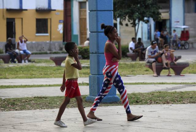 another_batch_of_photos_from_depicting_everyday_life_in_cuba_640_10