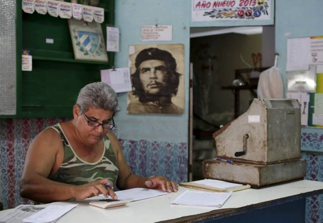 another_batch_of_photos_from_depicting_everyday_life_in_cuba_640_11