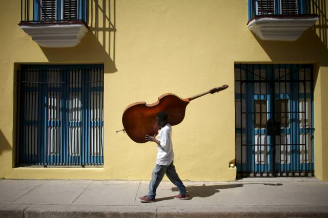 another_batch_of_photos_from_depicting_everyday_life_in_cuba_640_15