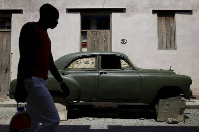 another_batch_of_photos_from_depicting_everyday_life_in_cuba_640_20