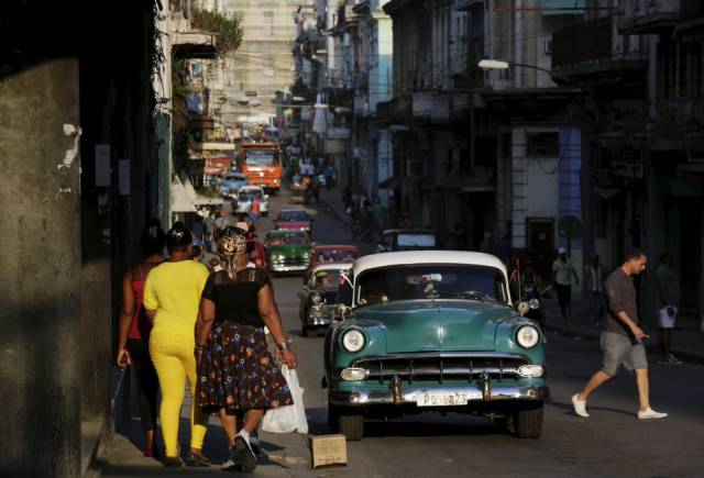 another_batch_of_photos_from_depicting_everyday_life_in_cuba_640_30