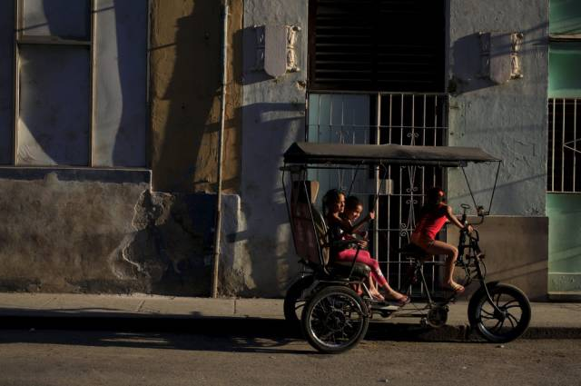 another_batch_of_photos_from_depicting_everyday_life_in_cuba_640_33