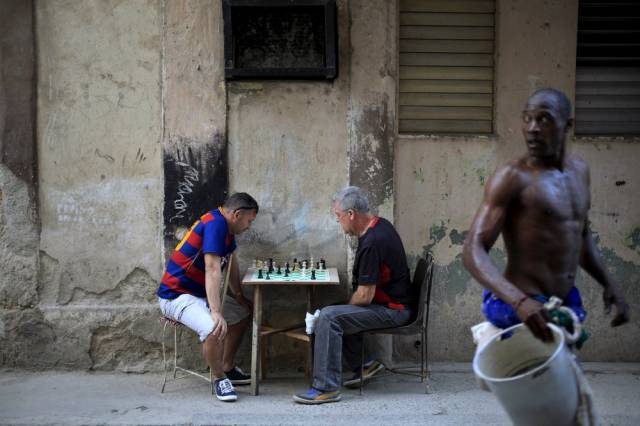 another_batch_of_photos_from_depicting_everyday_life_in_cuba_640_34