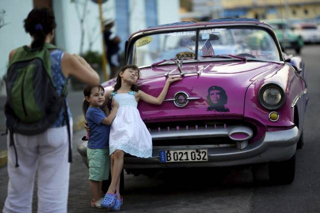another_batch_of_photos_from_depicting_everyday_life_in_cuba_640_42