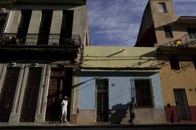 another_batch_of_photos_from_depicting_everyday_life_in_cuba_640_49