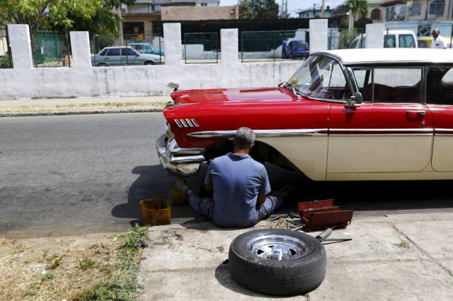 another_batch_of_photos_from_depicting_everyday_life_in_cuba_640_51
