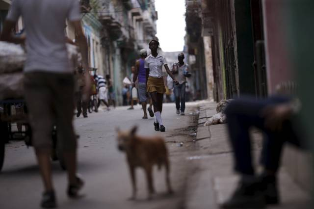 another_batch_of_photos_from_depicting_everyday_life_in_cuba_640_60