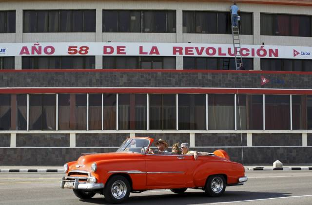 another_batch_of_photos_from_depicting_everyday_life_in_cuba_640_65
