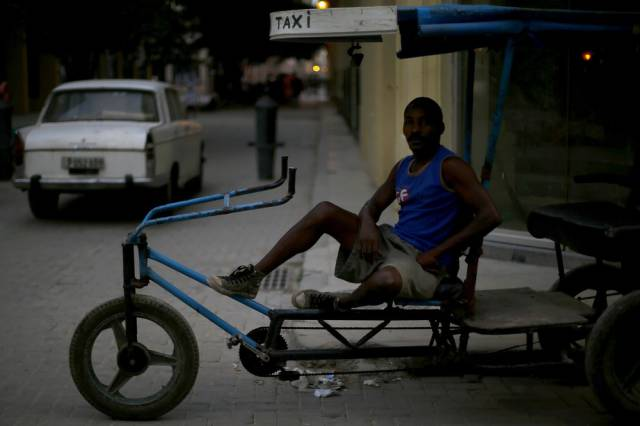 another_batch_of_photos_from_depicting_everyday_life_in_cuba_640_68