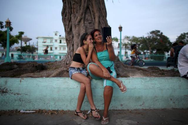another_batch_of_photos_from_depicting_everyday_life_in_cuba_640_76