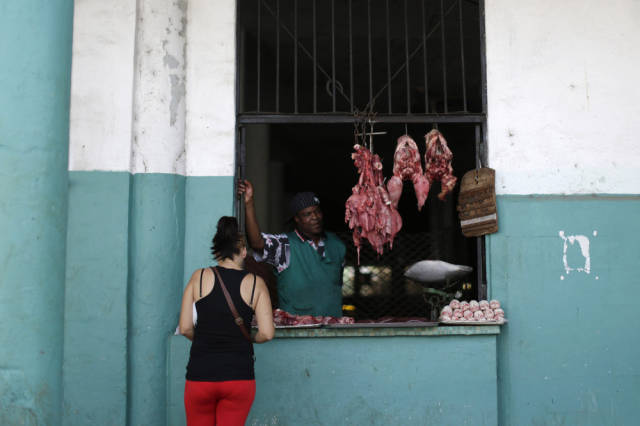 another_batch_of_photos_from_depicting_everyday_life_in_cuba_640_85