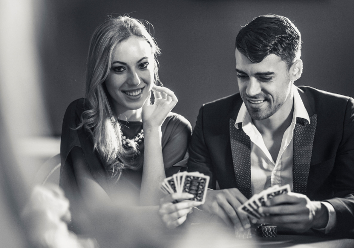 couple-playing-poker