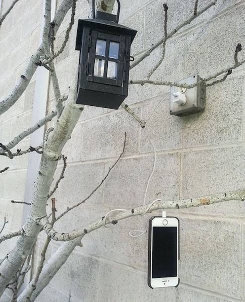 people_find_inventive_ways_to_charge_their_phones_640_03