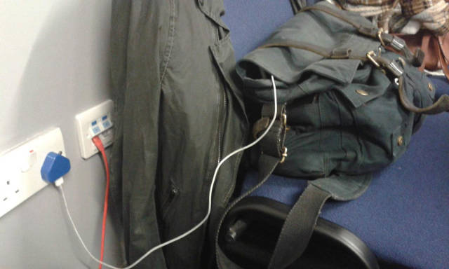 people_find_inventive_ways_to_charge_their_phones_640_13