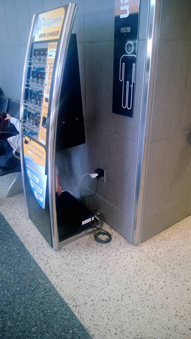people_find_inventive_ways_to_charge_their_phones_640_high_01