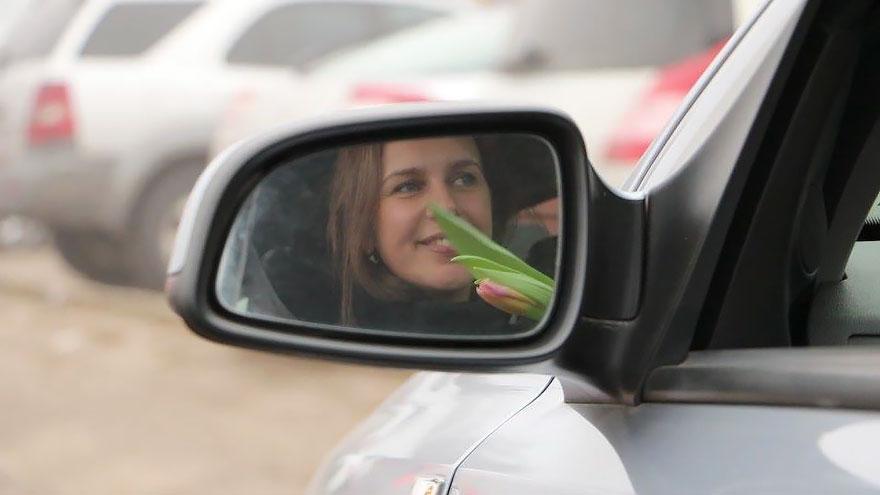 policia-lituania-flores-dia-internacional-mujeres-12