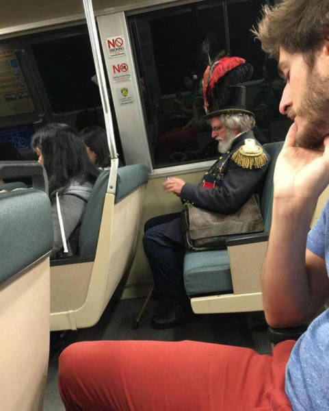 you_can_see_plenty_weirdness_while_commuting_640_02