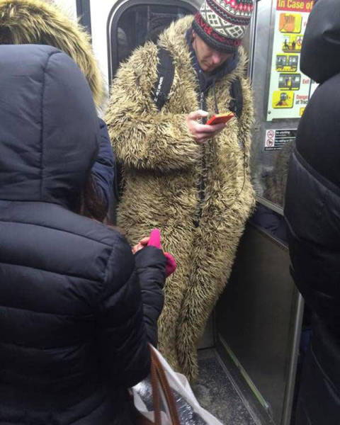 you_can_see_plenty_weirdness_while_commuting_640_03