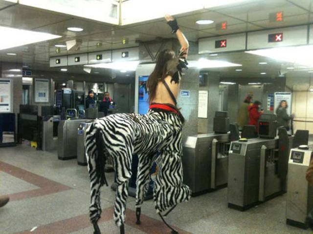 you_can_see_plenty_weirdness_while_commuting_640_29