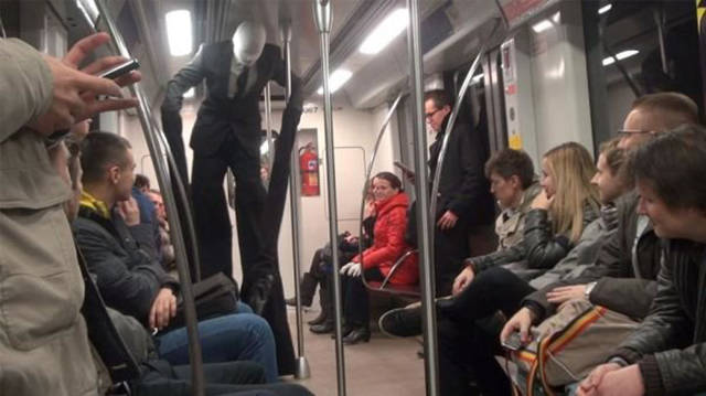 you_can_see_plenty_weirdness_while_commuting_640_38
