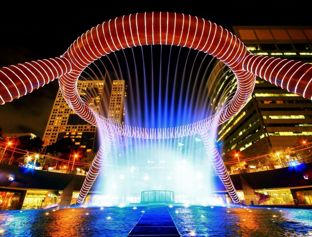 2436155-1000-1461709008-fountain-of-wealth-with-suntec-towers-at-dusk-in-singapore-1600x1219