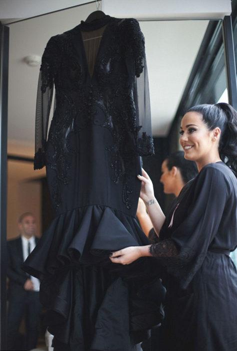 Esta-increíble-novia-se-vistió-de-negro-el-día-de-su-boda-6-474x700