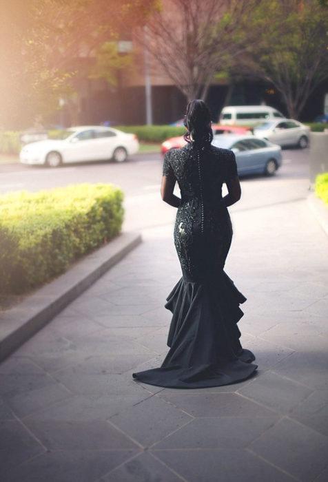 Esta-increíble-novia-se-vistió-de-negro-el-día-de-su-boda-7-476x700