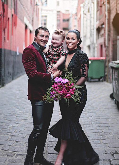 Esta-increíble-novia-se-vistió-de-negro-el-día-de-su-boda-8-504x700