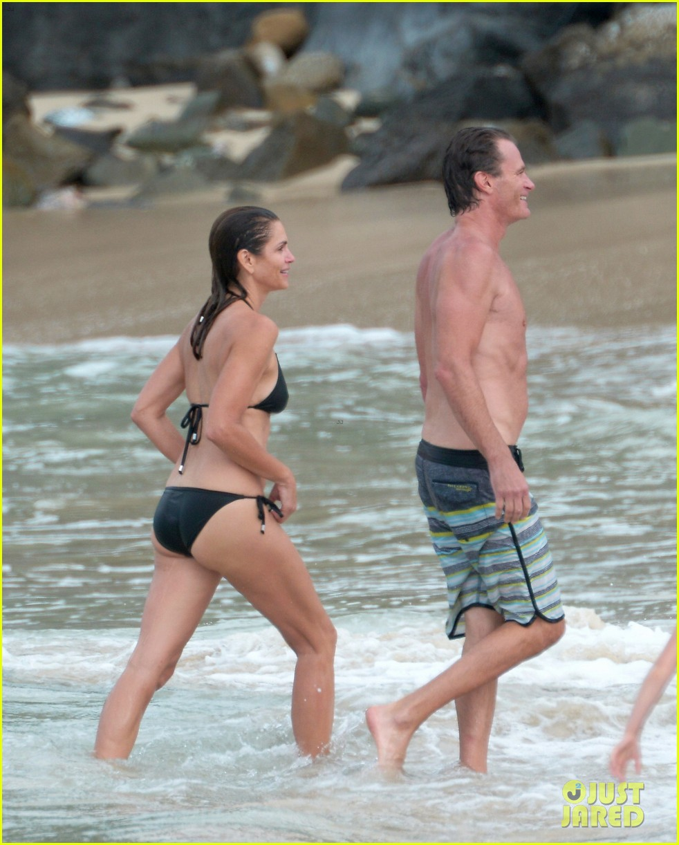 cindy-crawford-bares-bikini-body-in-st-barts-with-rande-gerber-03