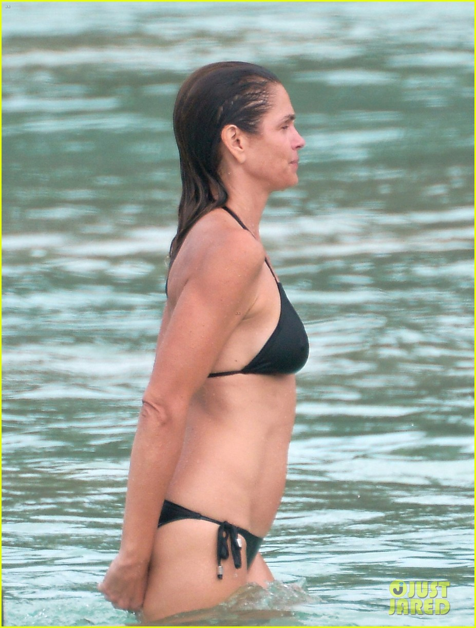 cindy-crawford-bares-bikini-body-in-st-barts-with-rande-gerber-08