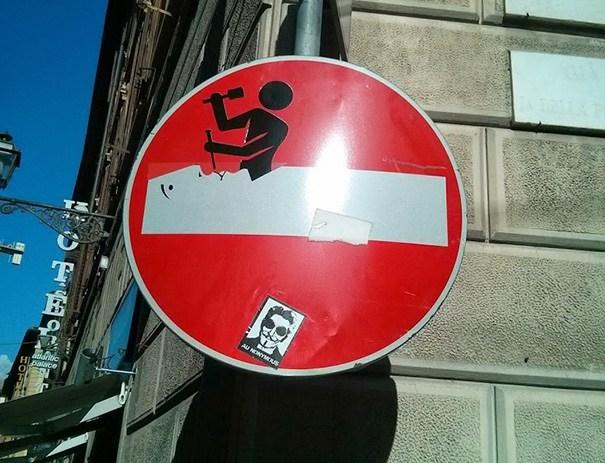 funny-vandalism-street-art-42-5703b3203a061__605