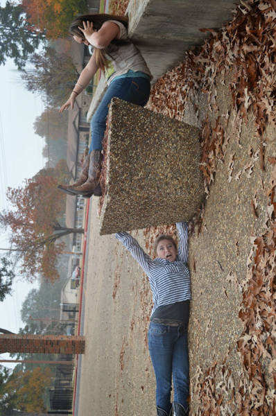 great_photos_are_made_thanks_to_forced_perspective_technique_640_23