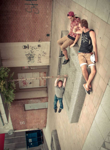 great_photos_are_made_thanks_to_forced_perspective_technique_640_24
