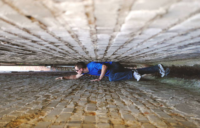 great_photos_are_made_thanks_to_forced_perspective_technique_640_61