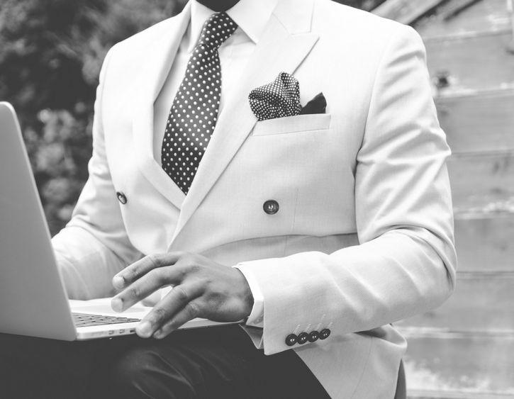 hombre-con-traje-elegante