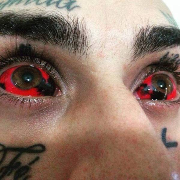 people_who_decided_theyd_look_better_with_cringeinducing_body_modifications_640_10