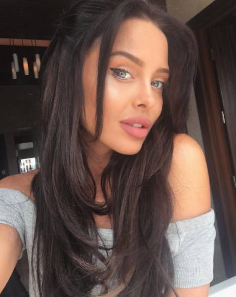 this_model_is_angelina_jolies_lookalike_53jKf_640_16