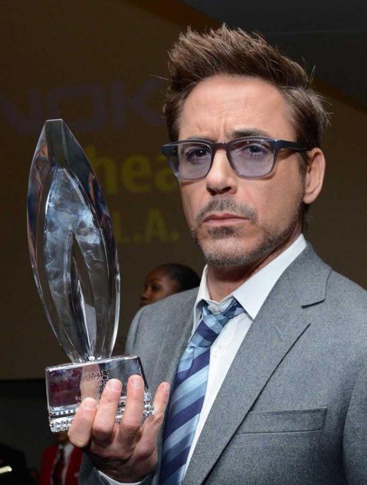15-cosas-por-las-que-Robert-Downey-Jr-es-el-hombre-perfecto-10-530x700