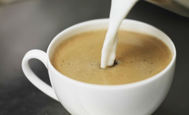 8 errores que todos cometemos al preparar caf toma nota for Taza de cafe con leche