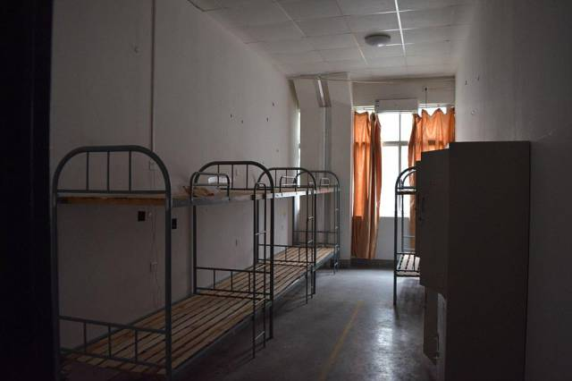 grim_dormitory_complex_where_chinese_workers_who_made_expensive_apple_products_lived_in_inhumane_conditions_640_26