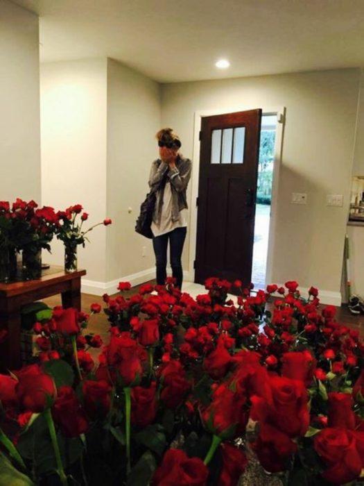 milles-roses-plus-belle-demande-de-mariage-original-cool-idée-525x700