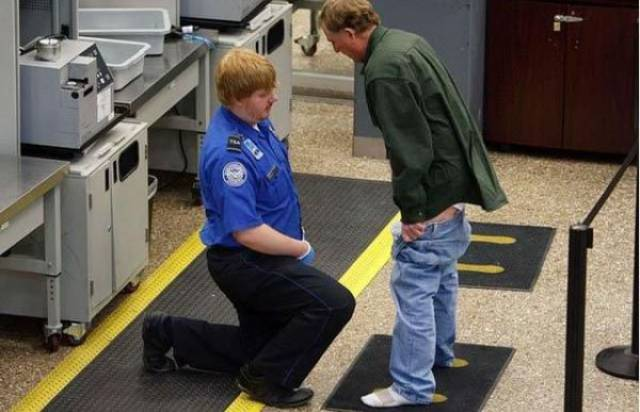 times_when_airport_security_workers_made_it_very_embarrassing_for_some_people_640_01