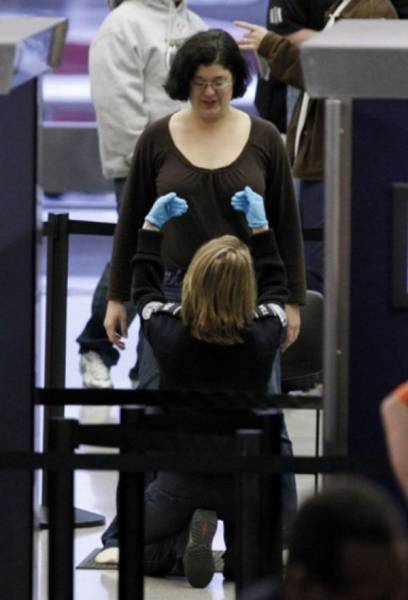 times_when_airport_security_workers_made_it_very_embarrassing_for_some_people_640_11