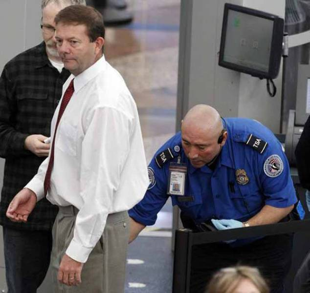 times_when_airport_security_workers_made_it_very_embarrassing_for_some_people_640_18