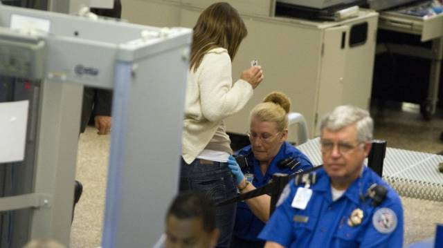times_when_airport_security_workers_made_it_very_embarrassing_for_some_people_640_25