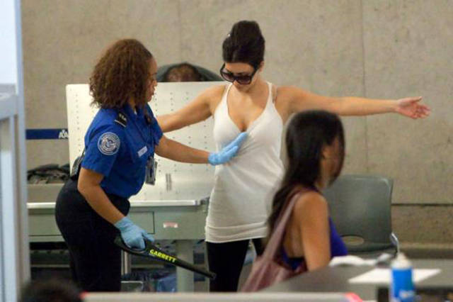 times_when_airport_security_workers_made_it_very_embarrassing_for_some_people_640_28