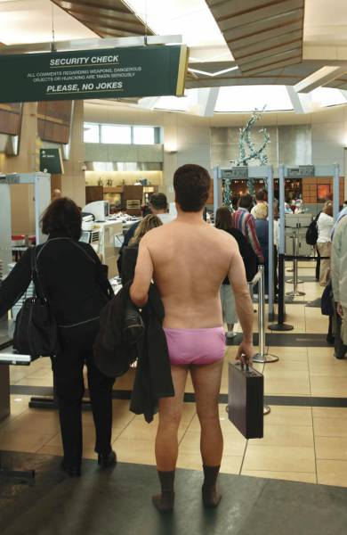 times_when_airport_security_workers_made_it_very_embarrassing_for_some_people_640_32