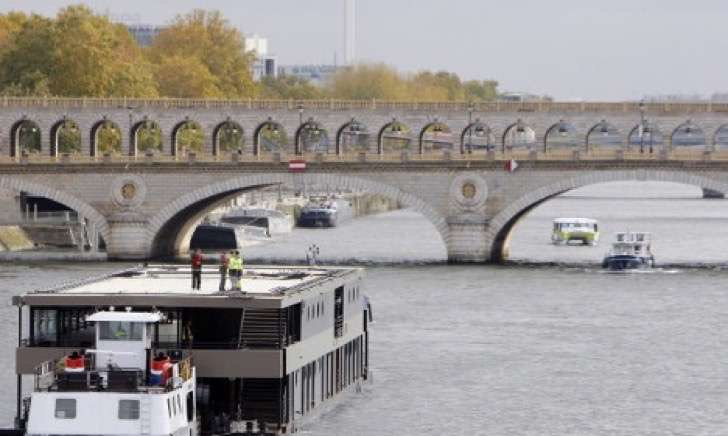 1464943189_Paris-CDG-bridge-before-2