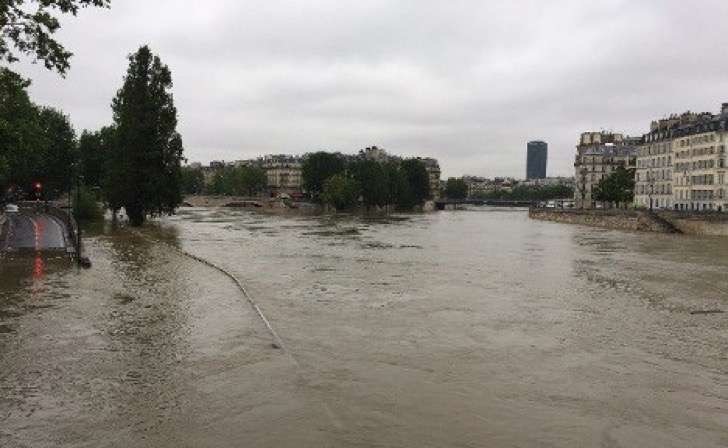 1464949195_boats.river_.seine_.floods.afp-2